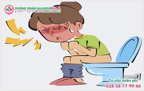 Theo các bác sĩ hậu môn – trực tràng đi nặng ra máu tươi là một hiện tượng khá phổ biến có thể gặp ở nam giới và nữ giới.