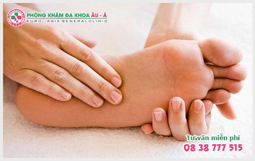 Cách trị mụn cóc ở lòng bàn chân an toàn hiệu quả