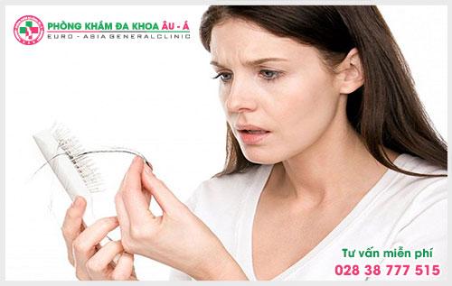 Chính vì vậy để cho quá trình điều trị được diễn ra suôn sẻ thì việc nhận biết các dấu hiệu bệnh rụng tóc là điều hết sức quan trọng
