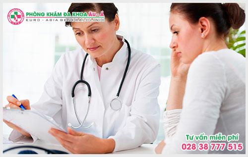Theo các chuyên gia da liễu bệnh chàm môi là tình trạng viêm của môi gây nên đau đớn, ngứa ngáy cho người bệnh