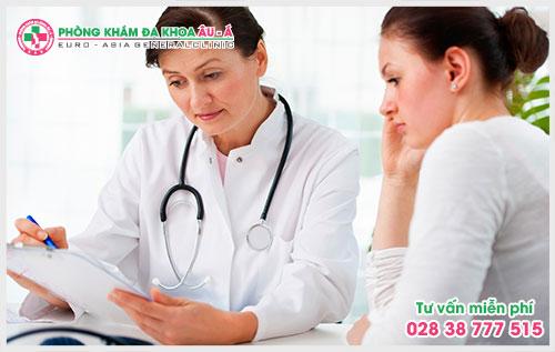 khi có các triệu chứng bệnh bệnh chàm người bệnh nên nhờ sự giúp đỡ của các bác sĩ da liễu để tránh những hậu quả nghiêm trọng về sau