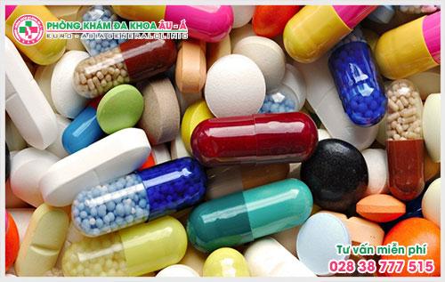 Theo nghiên cứu cho thấy những người mắc bệnh AIDS, HIV có nguy cơ mắc bệnh vẩy nến dạng giọt cao hơn những người khác.