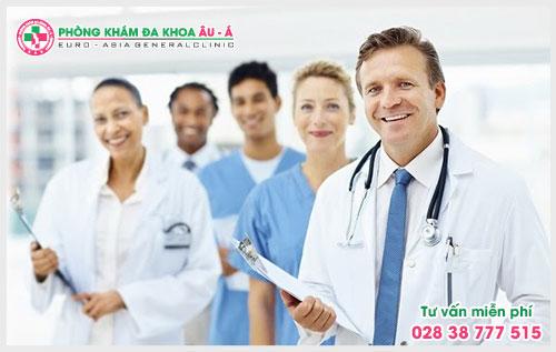 Vậy nguyên nhân, triệu chứng và cách điều trị của bệnh ra sao sẽ được các bác sĩ giải đáp qua chuyên mục tư vấn bệnh vảy nến của Da Liễu Âu Á