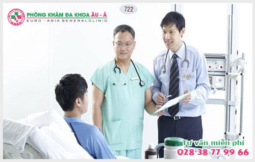 Khi bị bệnh polyp trực tràng, người bệnh thường đi đại tiện ra máu và đau rát, nguyên nhân của bệnh này là do sự tăng sinh của lớp niêm mạc trực tràng
