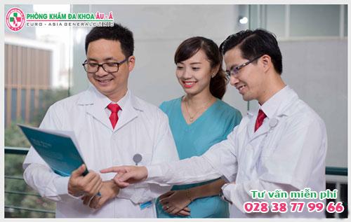 Điều trị tiểu ra máu bằng phương pháp nào hiệu quả?