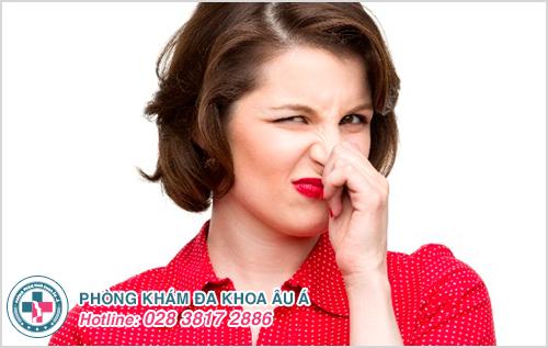 Huyết trắng màu vàng có mùi hôi là bị bệnh gì ?
