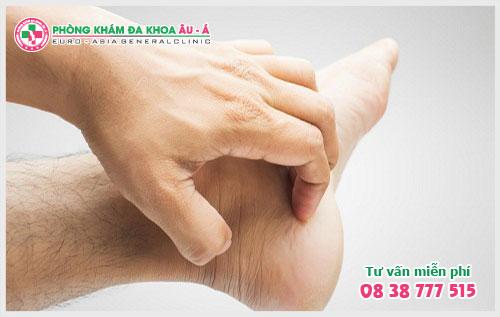 Những điều cần biết về bệnh ngứa bàn chân, bàn tay